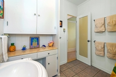 Lanikai-Treehouse-1-2-Bedroom-Bathroom2