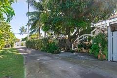 Lanikai-Treehouse-1-2-Bedroom-Driveway