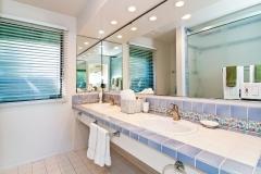 Guest Room 5 - ensuite bath
